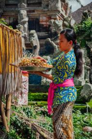 depositphotos_112412764-stock-photo-balinese-woman-making-offerings-in